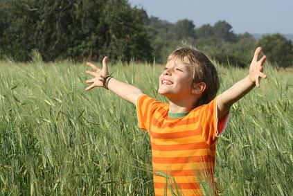 child praising